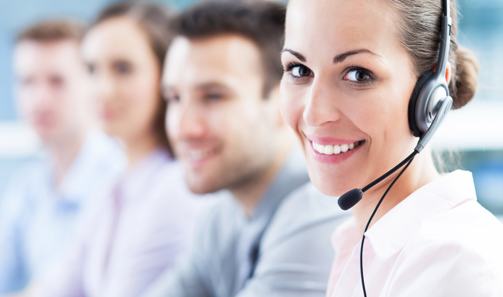 © © iStock-178570372_Fotograf_pikselstock PIKSEL (Call center team)
