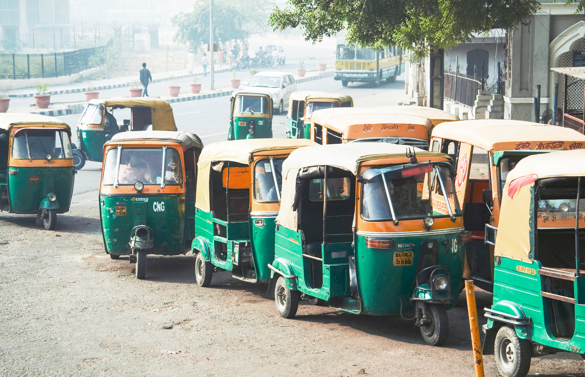 © © AdobeStock_3252303_Galyna Andrushko (transport in new delhi)